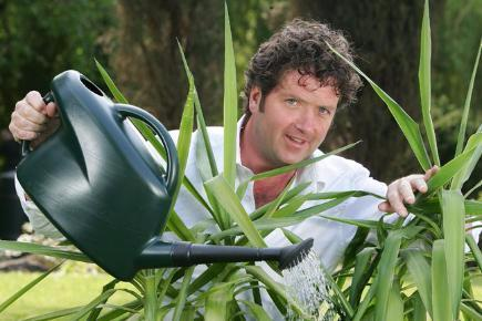 diarmuid-gavin-watering-plants-136381742358710401-130723171941