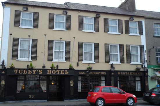 Photo of Tullys Hotel to reopen next month