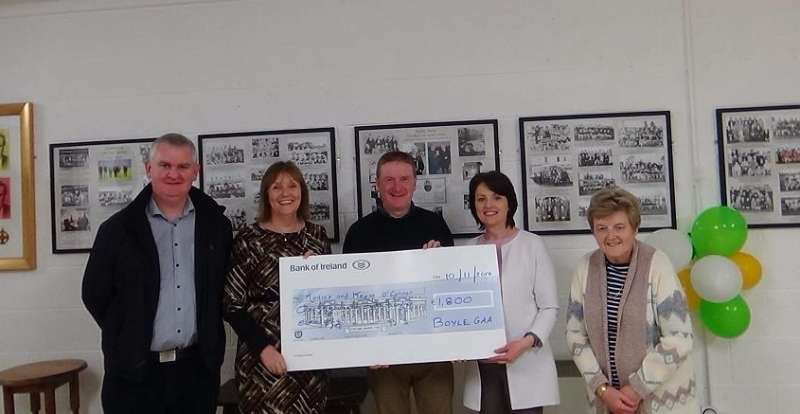 Photo of €1800 lotto cheque presentation