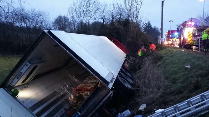 Photo of N4 closed to remove crashed truck