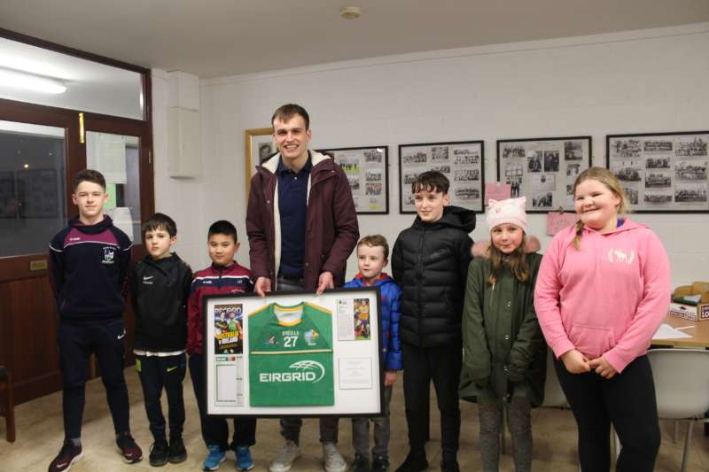 Photo of Enda makes presentation to his club
